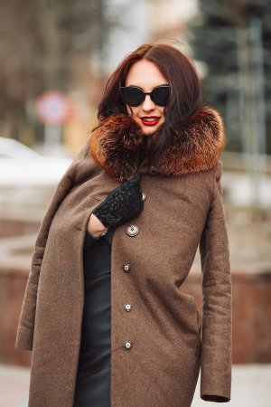 Choosing a fur-lined raincoat for winter